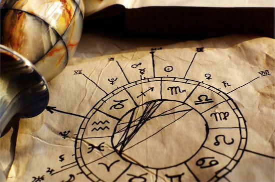 Les deux signes astrologiques que vous pouvez le moins comprendre d'après l'astrologie. Vous ne vous entendrez probablement pas avec toutes les personnes